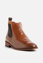 Superbalist - Josh leather chelsea boot - tan