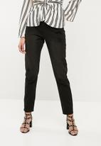 Missguided - Riot high rise distressed mom jean - black