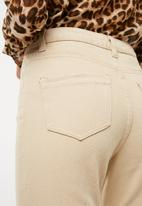 Missguided - Riot high rise chain detail mom jean - beige