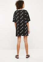 Missguided - New York rib oversized T-shirt dress - black