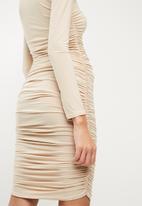 Missguided - Soft touch slinky ruched midi dress - beige