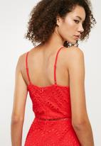 Missguided - Lace ladder detail midi dress - red