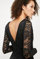 Missguided - Plunge neck long sleeve lace dress - Black