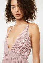 Missguided - Bridesmaid pleated silky mesh maxi - pink