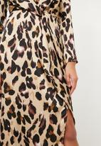 Missguided - Leopard print wrap front shift maxi dress - gold & black