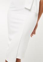 Missguided - Bandeau tie detail asymmetric midi dress - white