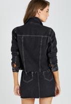 Supré  - Raw edge contrast crop jacket - black