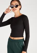 Supré  - Long sleeve raised neck crop tee - black