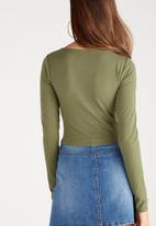 Supré  - Long sleeve raised neck crop tee - green