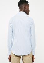 Superbalist - Slim fit long sleeve point collar shirt - white & blue