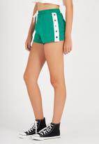 Supré  - Snap side sport short - green