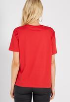 Supré  - Royal embellished tee - red
