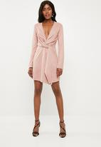 Missguided - Faux suede twist front shift dress - pink
