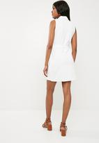 Missguided - Sleeveless blazer shift dress - white