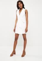 Missguided - Sleeveless blazer shift dress - white