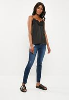 Missguided - Lace trim cami top - black