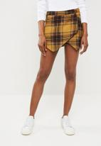 Missguided - Check wrap front skort - yellow