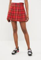 Missguided - Check pleated buckle detail mini skirt - red
