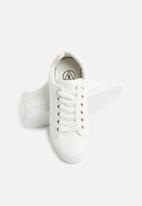 Missguided - Solid colour lace up trainer - white