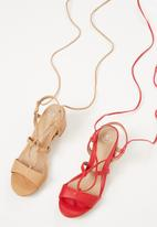 Missguided - Mid block heel ghillie sandal - red