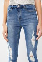 Missguided - Anarchy mid rise frayed skinny jeans - blue