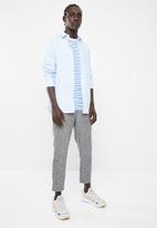Superbalist - Concealed button stand poplin shirt - pale blue