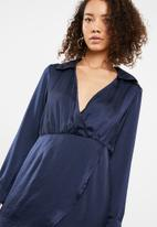 Missguided - Satin open back shirt dress - navy