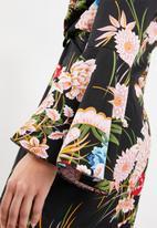 Missguided - Chiffon floral twist front mini dress - black