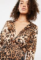 Missguided - Leopard twist front mini dress - brown