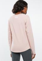 New Balance  - Athletics long sleeve tee - pink