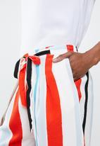 Jacqueline de Yong - Darla shorts - red & blue