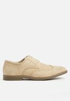 Superbalist - classic brogue - beige