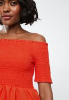 Jacqueline de Yong - Damilla off shoulder top - red