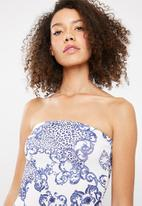 Missguided - Porcelain printed pointed hem mini dress - blue & white