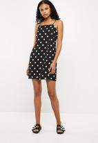 Superbalist - Short square neck slip dress - black & white