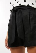 Superbalist - Self tie short - black