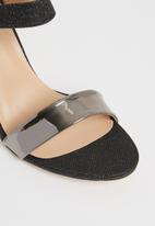 Sissy Boy - Asymmetric heels - black