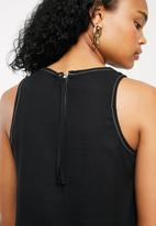 Superbalist - Contrast stitch vest - black