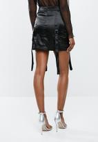 Missguided - Satin jungle cargo skirt - black