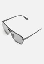 Superbalist - Angular retro aviator sunglasses - black