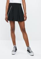 Missguided - Pleated chain detail mini skirt - black