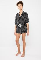 Superbalist - Sleep shirt and shorts set - black and white