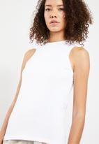 Superbalist - High neck cut away vest - white