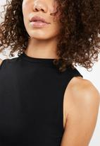 Superbalist - High neck cut away vest - black