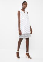 edit - Sleeveless printed day dress - white