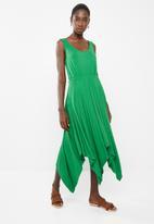 edit - Sleeveless dress with dipped hem - green