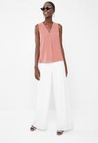 Superbalist - Upstyled woven vest - pink