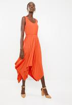 edit - Sleeveless dress with dipped hem - orange