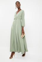 AMANDA LAIRD CHERRY - Eleonora satin-like maxi dress - green