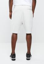 Nike - Nsw fleece shorts - white
